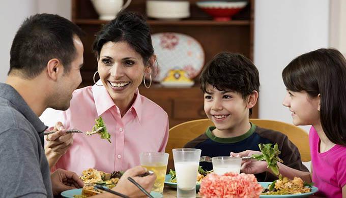 Southeast Dairy Association - Family enjoying dinner