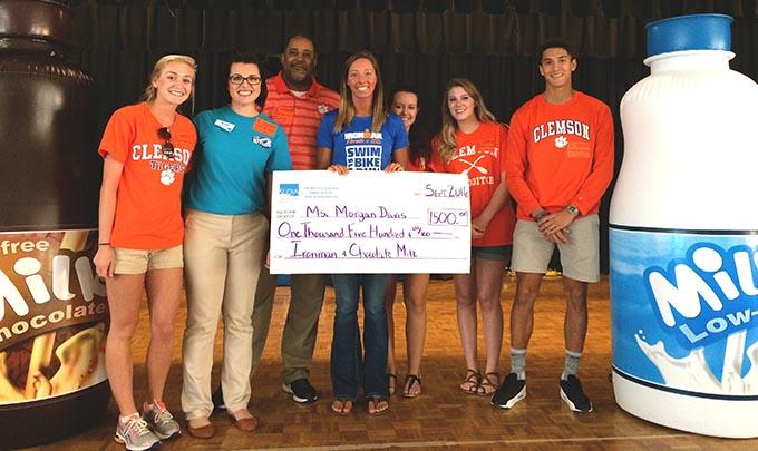 Southeast Dairy Association - Morgan Davis receives $1,500 from SUDIA